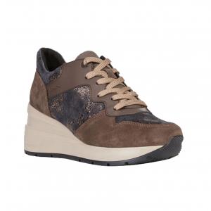 Sneaker castagna con zeppa Geox