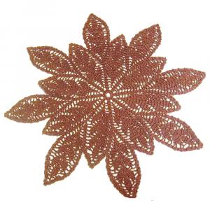 CENTRINO grande marrone con foglie all'uncinetto