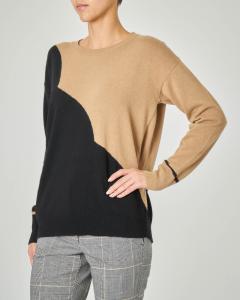 Maglia girocollo in lana misto cashmere bicolore nero e cammello
