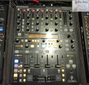 Consoll con 2 lettori 900nx + mixer behringer + flay case