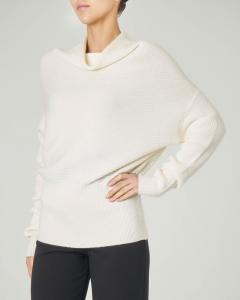 Maglia tricot bianca con collo alto in viscosa misto mohair