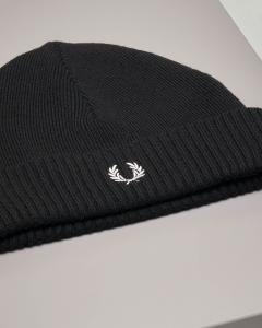 Berretto nero in misto lana con risvolto e logo bianco