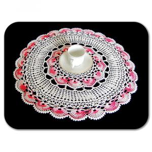 CENTRINO grande rotondo bianco e rosa sfumato all'uncinetto