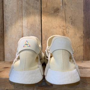 Scarpa Adidas Pharrel Williams Hu NMD Crema