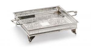 Vassoio quadro con manici stile traforato argentato argento sheffield cm.33x33