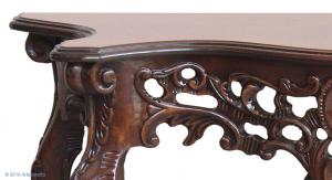 Consola clásica tallada en madera