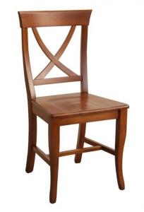 Silla con respaldo cruzado y asiento de madera
