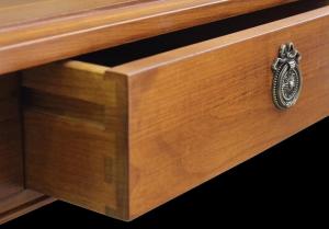Mesa de centro con patas de madera maciza natural