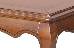 Mesa de salón moldeada con patas abombadas