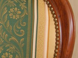 Silla cabecera estilo clásico con brazos acolchado