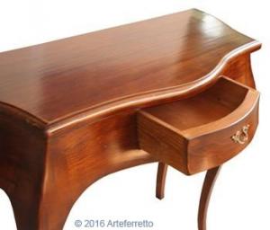Mesa consola clásica con cajón