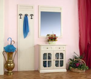 Aparador de entrada con espejo y perchero a pared
