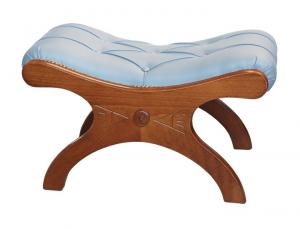 Taburete de madera con asiento