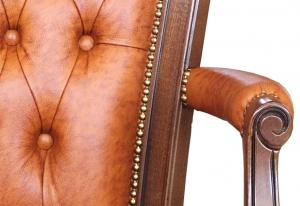 Sillón directivo con ruedas y brazos tapizados, artesanado italiano