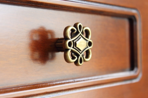 Zapatero de madera, puertas decoradas, 5 estantes