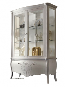 Mueble vitrina con 4 puertas y decoraciones