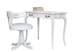 Mesa de despacho dos cajones y silla acolchada con brazos