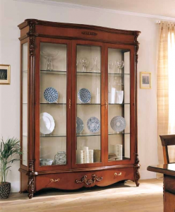 Vajillero con tallados en madera, mueble de salón