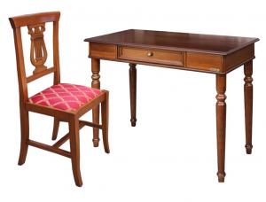 Mesa de despacho en madera y silla estilo clásico
