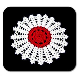 Piccolo CENTRINO rotondo bianco e rosso all'uncinetto