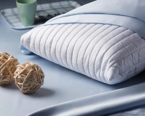 Materasso alto 20 cm Memory Foam Ortopedico Massaggiante con Cuscini Letto Gratis, Rivestimento Sfoderabile Lavabile Tessuto Antiacaro Anallergico Modello Millenium
