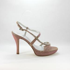 Sandalo cerimonia donna realizzato in tessuto glitter con applicazione cristalli Svarovsky.