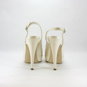 Décolleté donna elegante da cerimonia e sposa in pelle con cinghietta regolabile alla caviglia.