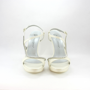Sandalo cerimonia donna realizzato in tessuto e pelle con applicazione cristalli.