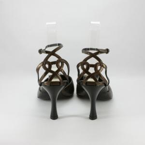 Scarpa donna elegante da cerimonia  in pelle con cinghietta regolabile alla caviglia e decoro sul tallone.