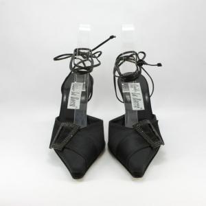 Scarpa cerimonia donna elegante in tessuto di raso con laccetto alla caviglia dettaglio cristalli Svarovsky.