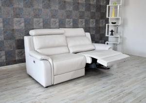 ALBERIC - Divano relax in pelle grigio chiaro 3 posti con meccanismi recliner elettrici e poggiatesta regolabili