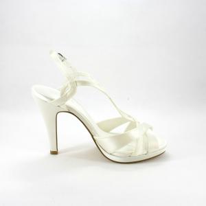 Sandalo cerimonia donna sposa realizzato in raso con tacco alto.