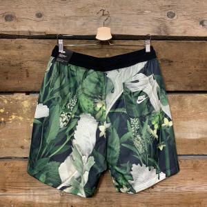 Pantaloncino Nike NSW con Fantasia Floreale Verde e Nero