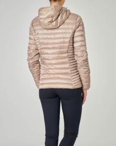 Piumino leggero color sabbia con cappuccio in tessuto effetto raso semi lucido