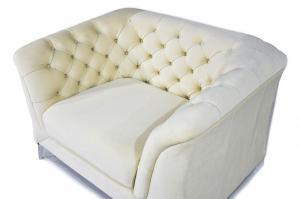 MARGO - Poltrona Chesterfield moderna in tessuto microfibra effetto velluto bianco e piedi in metallo cromato