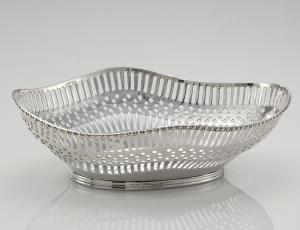 Ciotola ovale traforata in Sheffield placcato argento cm.26x18x8h