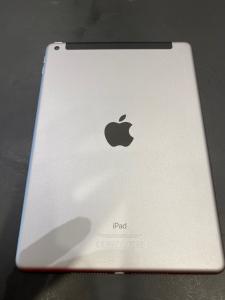 Apple iPad 9.7″ 32 GB Space Gray versione Wi-Fi + 4G 2017 (Ricondizionato)