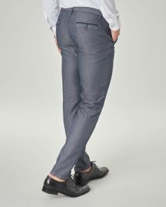 Pantalone chino blu in cotone stretch micro fantasia
