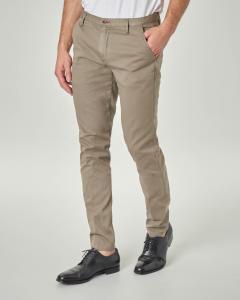 Pantalone chino tortora in cotone stretch micro armatura