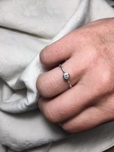 Anello 'Castoncino' Oro9k Bianco/Diamante