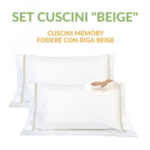 Coppia Cuscini con Elegante Set di 4 Fodere GRATIS in Morbido Cotone Bianco + Balza e Riga Beige, 2 Guanciali 100% Memory Foam per dolori CERVICALI in Schiuma Ergonomica ANTIACARO