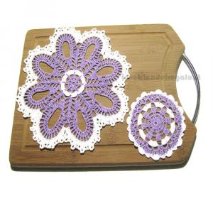 Set centrino + 4 sottobicchieri lilla e bianco ad uncinetto - Handmade - Italy