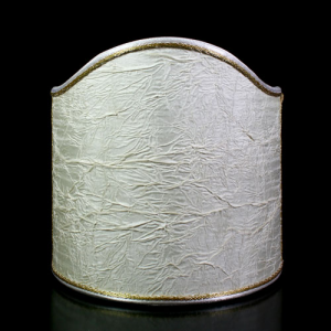 Paralume ventola creponnè stropicciato color avorio con bordura oro.