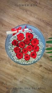 Flower Box con 12 rose stabilizzate