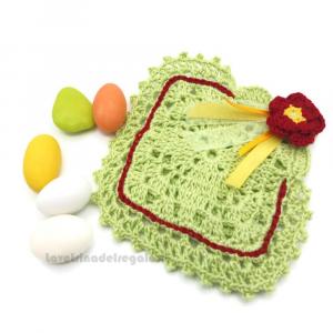 Portaconfetti verde con fiore bordeaux ad uncinetto 10x10 cm - Sacchetti bomboniere