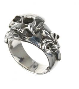 Anello in argento SKULL su Lily Band
