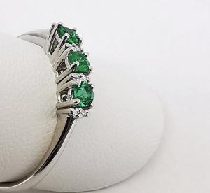 Anello con Diamanti bianchi e Smeraldi