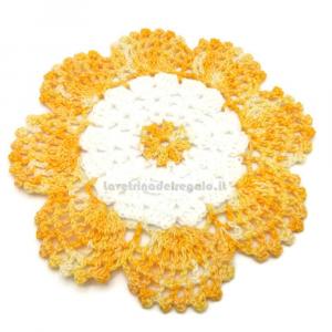 Sottobicchiere giallo e bianco ad uncinetto 15 cm Handmade - Italy