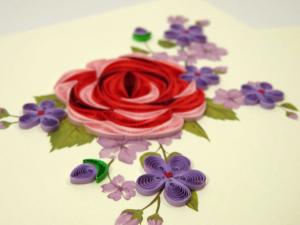 Biglietto augurale in filigrana rosa rossa e violette Origamo