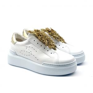 Slip on bianco con fiore oro Tosca Blu